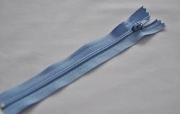 Fermeture éclair fine polyester non séparable bleu ciel